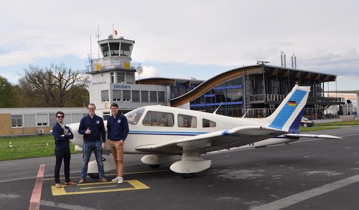 Les trois fondateurs de Wingly, sur l'aérodrome d'Egelsbach (Francfort). © Wingly