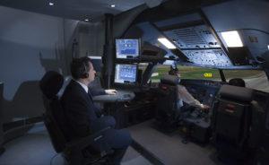 Plutôt que deux personnes en permanence dans le cockpit, l'EASA préconise désormais un meilleur suivi des pilotes par les compagnies elles-mêmes. © CAE