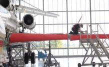 Les Falcon de nouvelle génération culminent à plus de 8m de haut et le hangar de Mérignac a été conçu pour permettre aux techniciens de travailler en toute sécurité. © Frédéric Lert/Aerobuzz