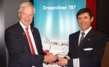 Bjorn Kjos, PDG de Norwegian, en compagnie de Philippe Duforest, un des commandants de bord français de la low cost norvégienne. © Gil Roy / Aerobuzz.fr