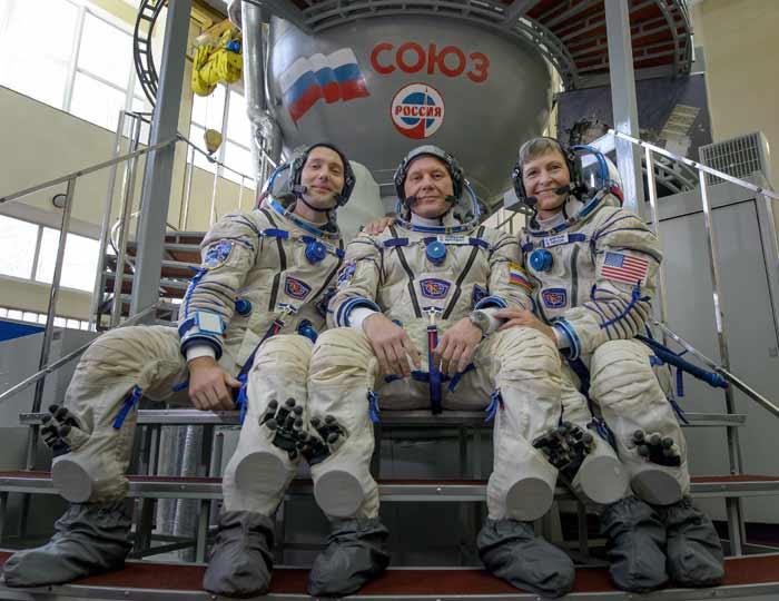Thomas Pesquet aux côtés du commandant du Soyouz Oleg Novitsky et de l'astronaute de la NASA Peggy Whitson © Nasa / Esa